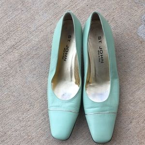 St. John Green with Gold trim pumps 9 B